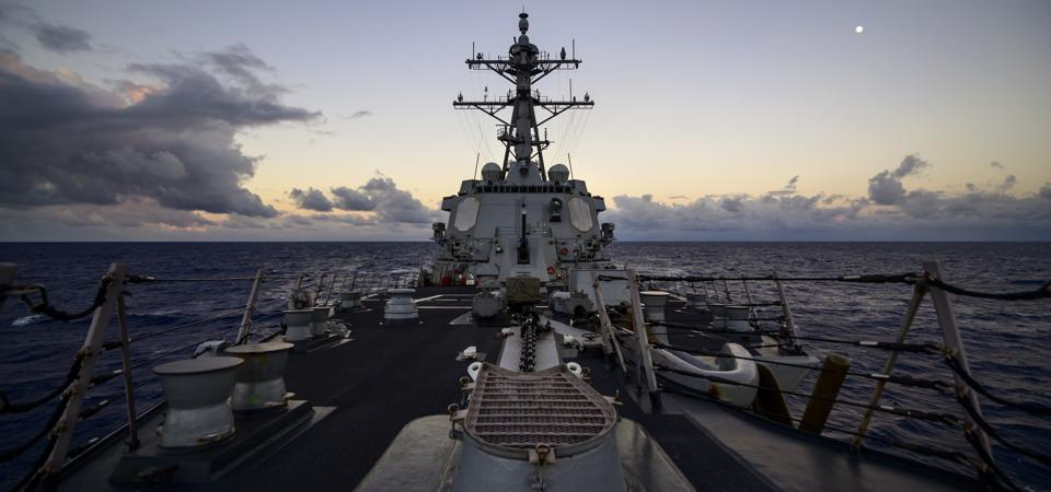 The US Navy is considering swelling its fleet as large as 581 ships, while dropping 2 carriers and 6 subs